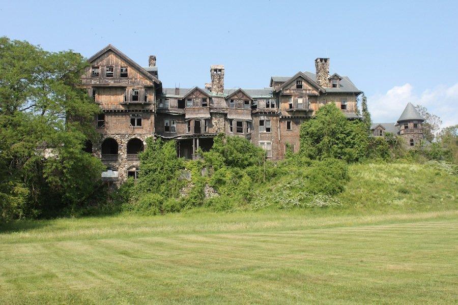 7 самых удивительных заброшенных замков, куда мы мечтаем попасть