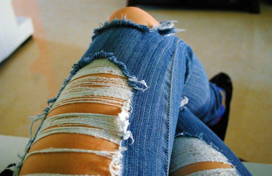 Фото девушек в рваных джинсах без лица фото 470-838