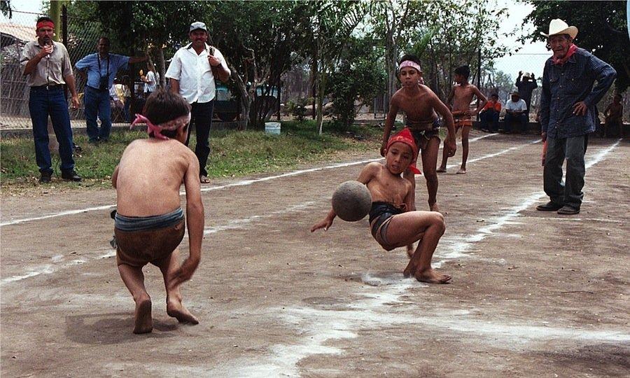 12 видов самых странных видов спорта, которым увлекались наши далёкие предки