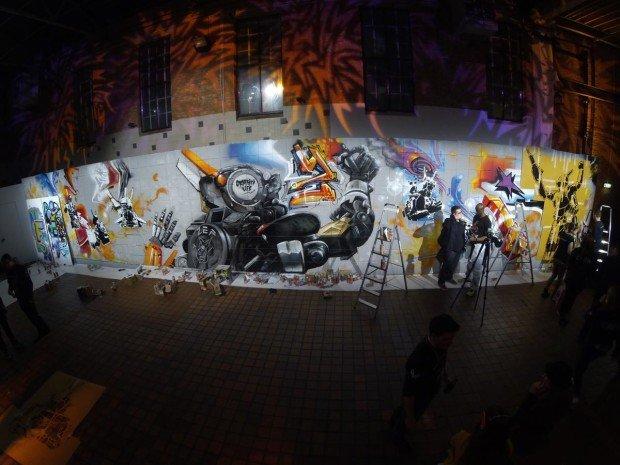 """Стена, расписанная участниками граффити-турнира """"Робот по имени Чаппи"""""""