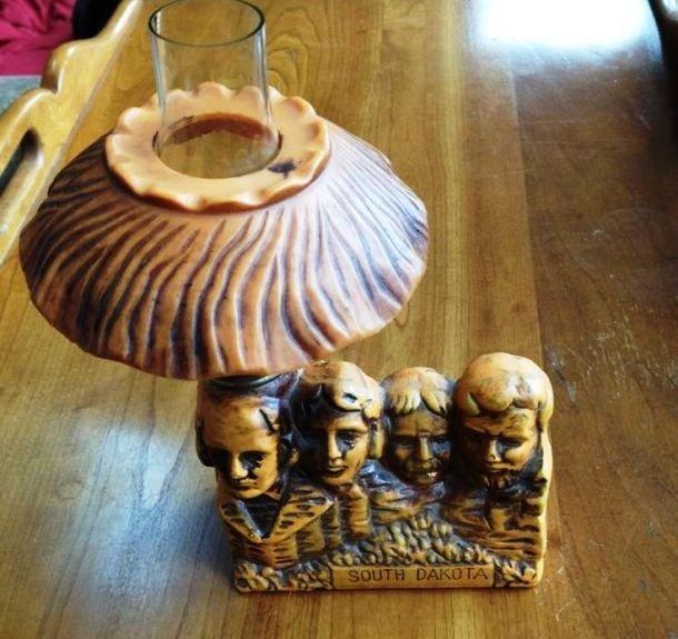 Масляная лампа в форме горы Рашмор