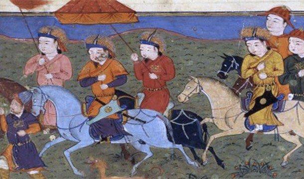 Чингисхан едет на коне со своей свитой