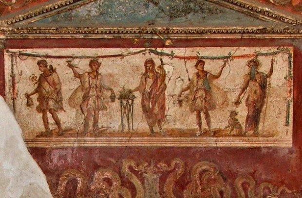 изображение старинной стены с узорами