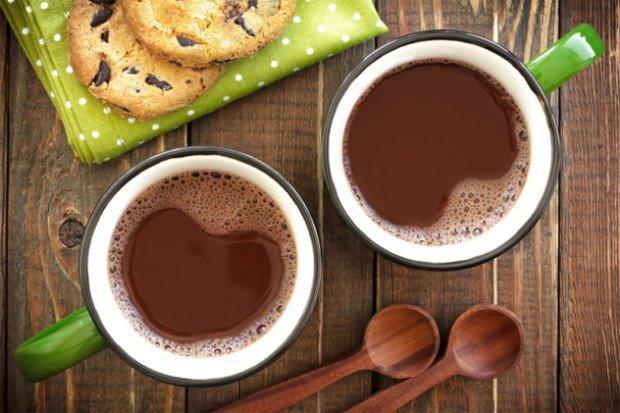 Две чашки горячего шоколада