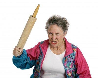 Женщина со скалкой