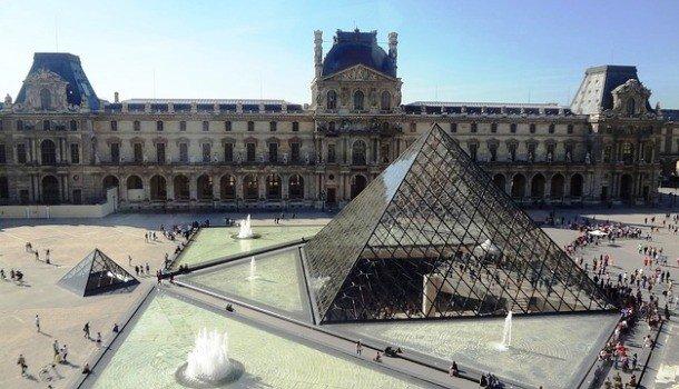 Здание Лувра, Париж