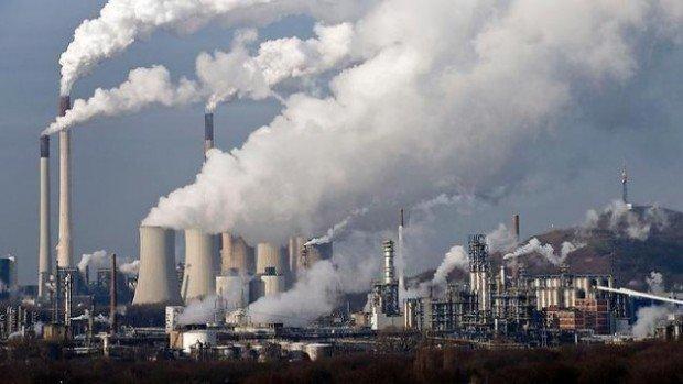 Дымящие трубы завода