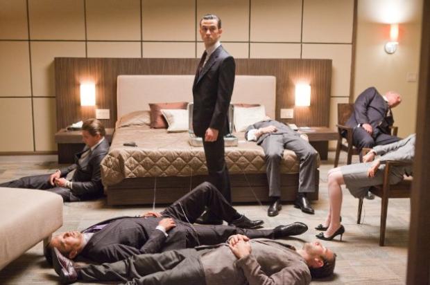 """Люди лежат без сознания Кадр из фильма """"Начало"""""""