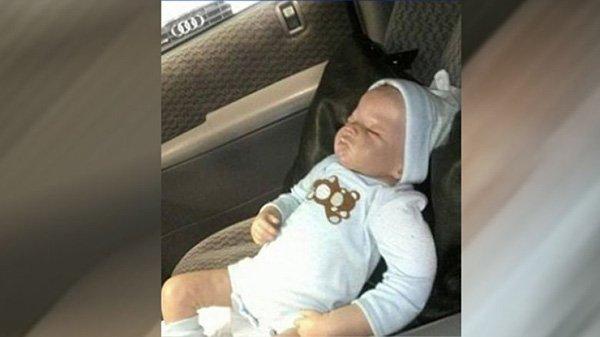 Кукла в машине