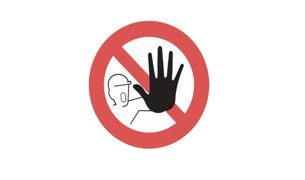 Знак с вытянутой ладонью - стоп