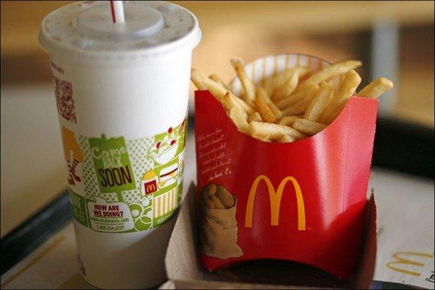 Кола и картошка фри из макдональдса