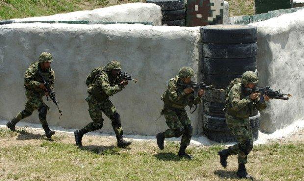 Бегущие колумбийские военные
