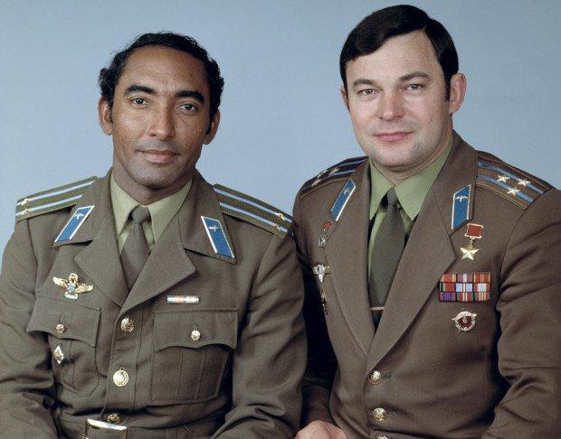 Арнальдо Тамайо Мендес и Юрий Романенко