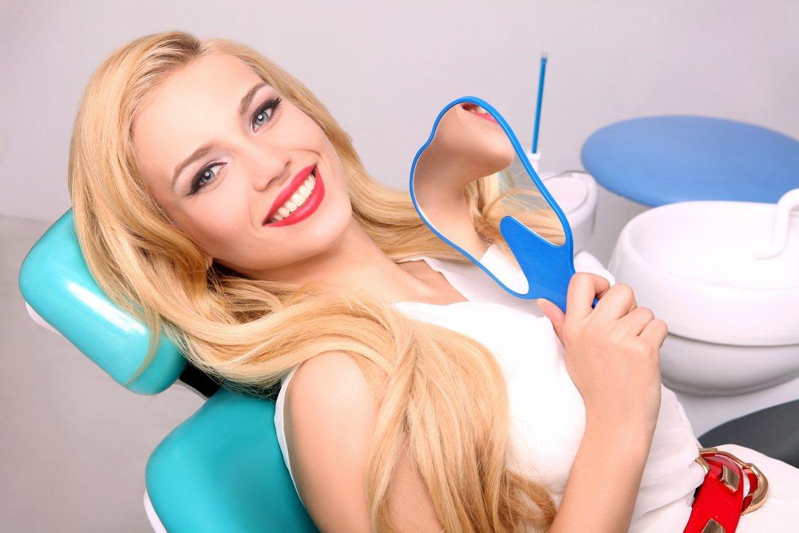 секс девушка занимается сексом с стоматологом