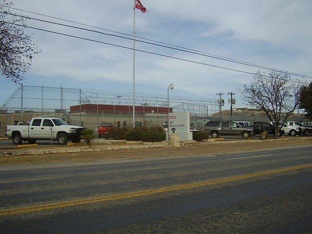 Пропускной пункт в американской тюрьме