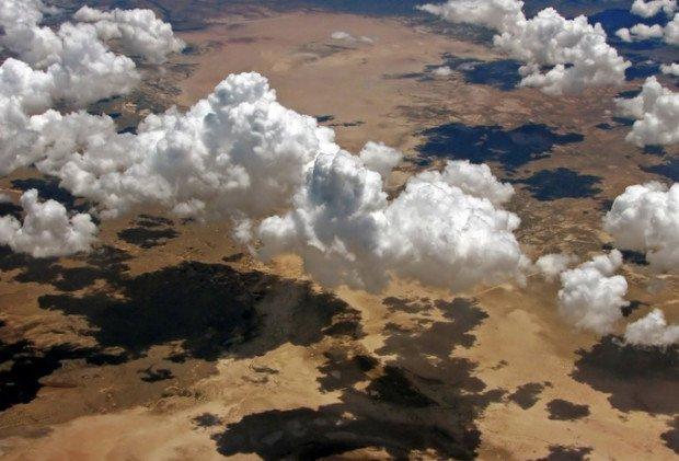 Тени облаков - вид из самолёта
