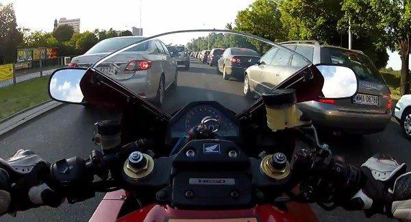 Вид с места водителя мотоцикла
