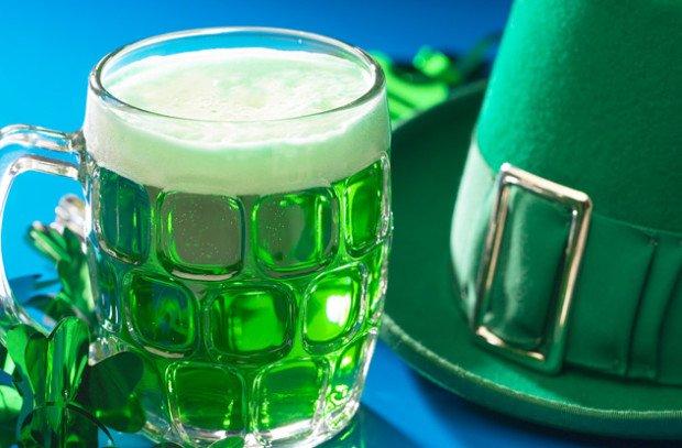 Бокал зелёного пива