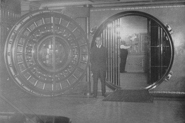 Дверь в хранилище ФРС Кливленда