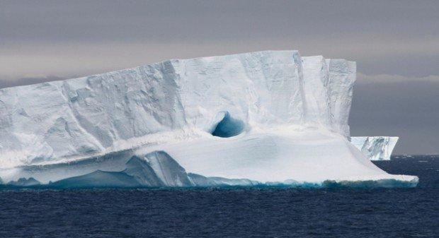 Ледник в океане