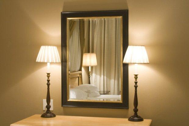 Настенное зеркало в квартире