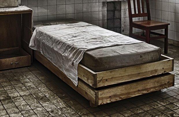 Старая кровать