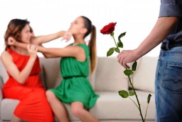Девушки дерутся