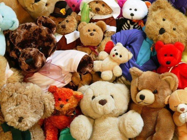 Много игрушечных мишек