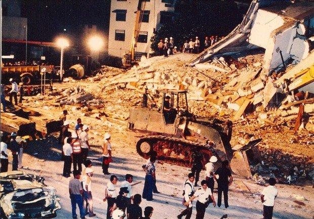 Развалины отеля New World в Сингапуре