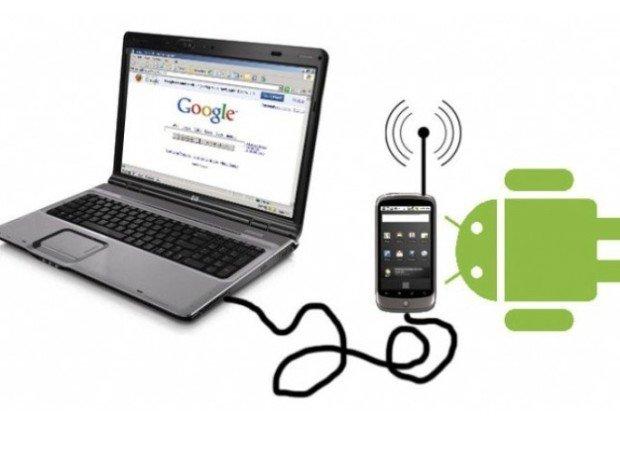 Смартфон, подключённый к ноутбуку
