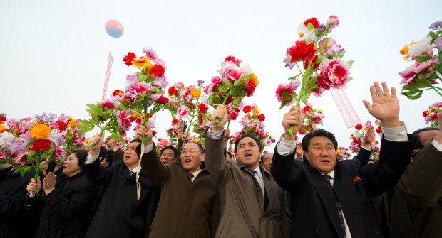 Люди с цветами