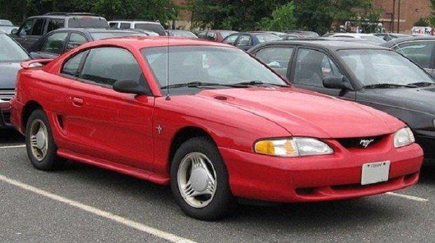 Красный Форд Мустанг