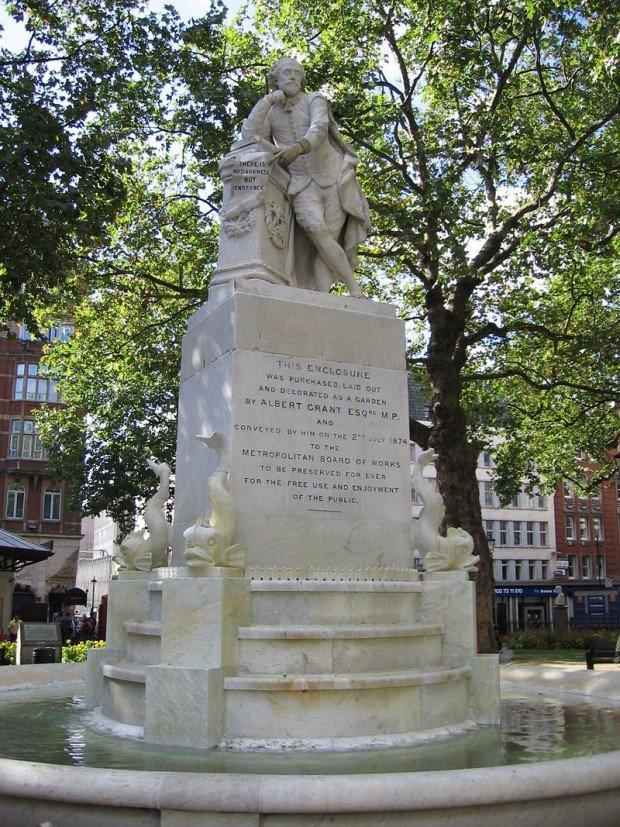 ПамятникШекспиру в Лондоне