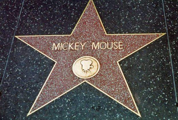 Место для Микки нашлось и на голливудской алле славы