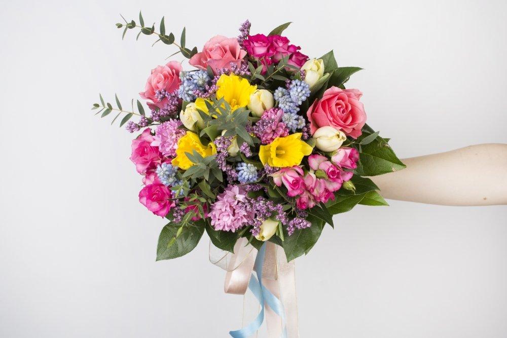Какие цветы лучше всего подарить коллеге в Минске?