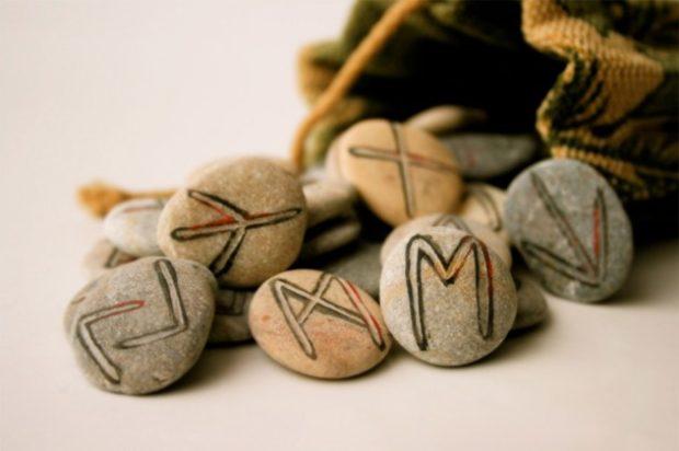 В письменном английском вплоть до 1000 года нашей эры использовали руны