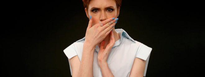 Женщина шокирована
