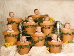 Дети в цветочных горшках
