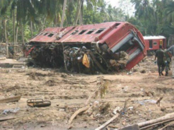 Крушение поезда во время цунами на Шри-Ланке