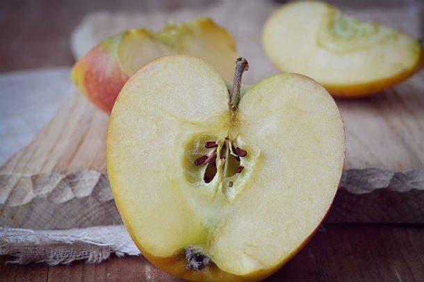 Половина яблока