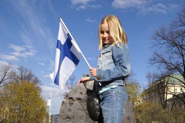 ребенок с флагом