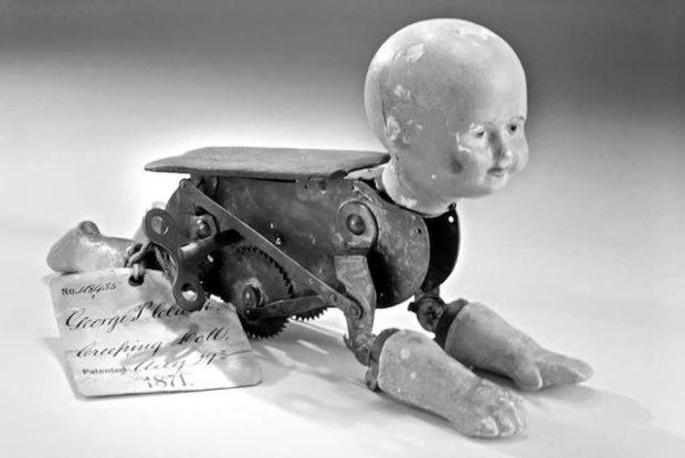 Страшный роботизированный младенец Роберта Клея
