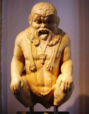 Скульптура бога-карлика
