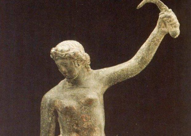 Статуя женщины