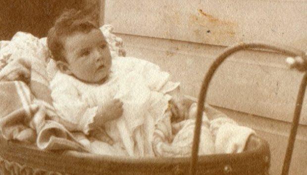 Джозеф в младенчестве