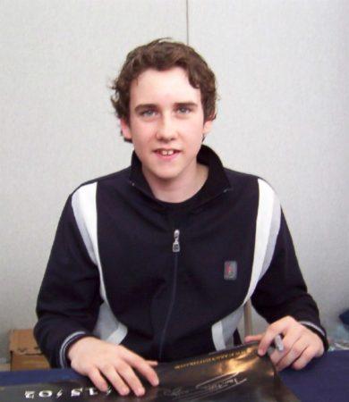 Мэттью Льюис на автограф-сессии