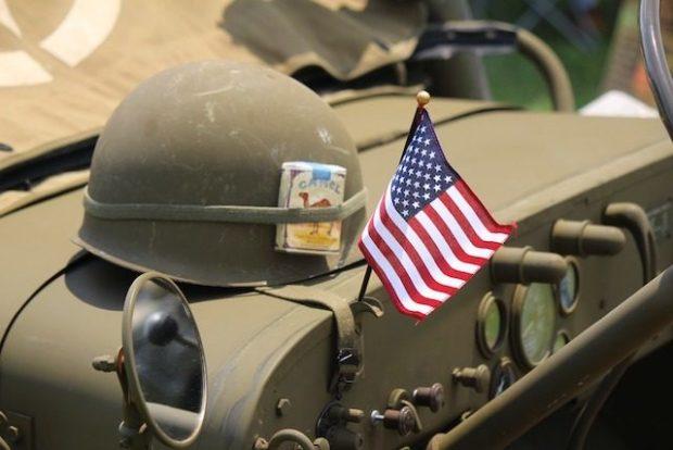 По военным законам США, неудавшаяся попытка суицида преследуется законом