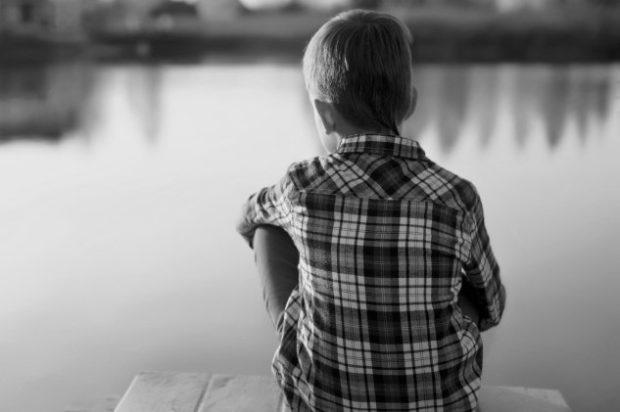 Ребёнок на берегу