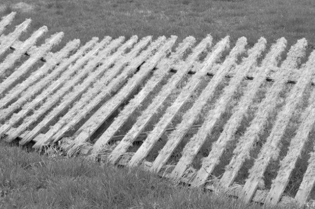 Сломанный забор
