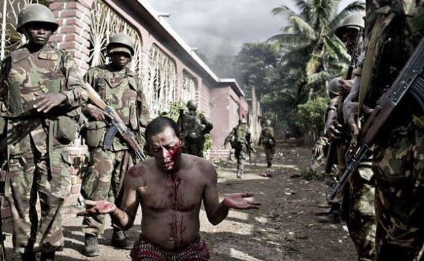 Военные угрожают беззащитному человеку
